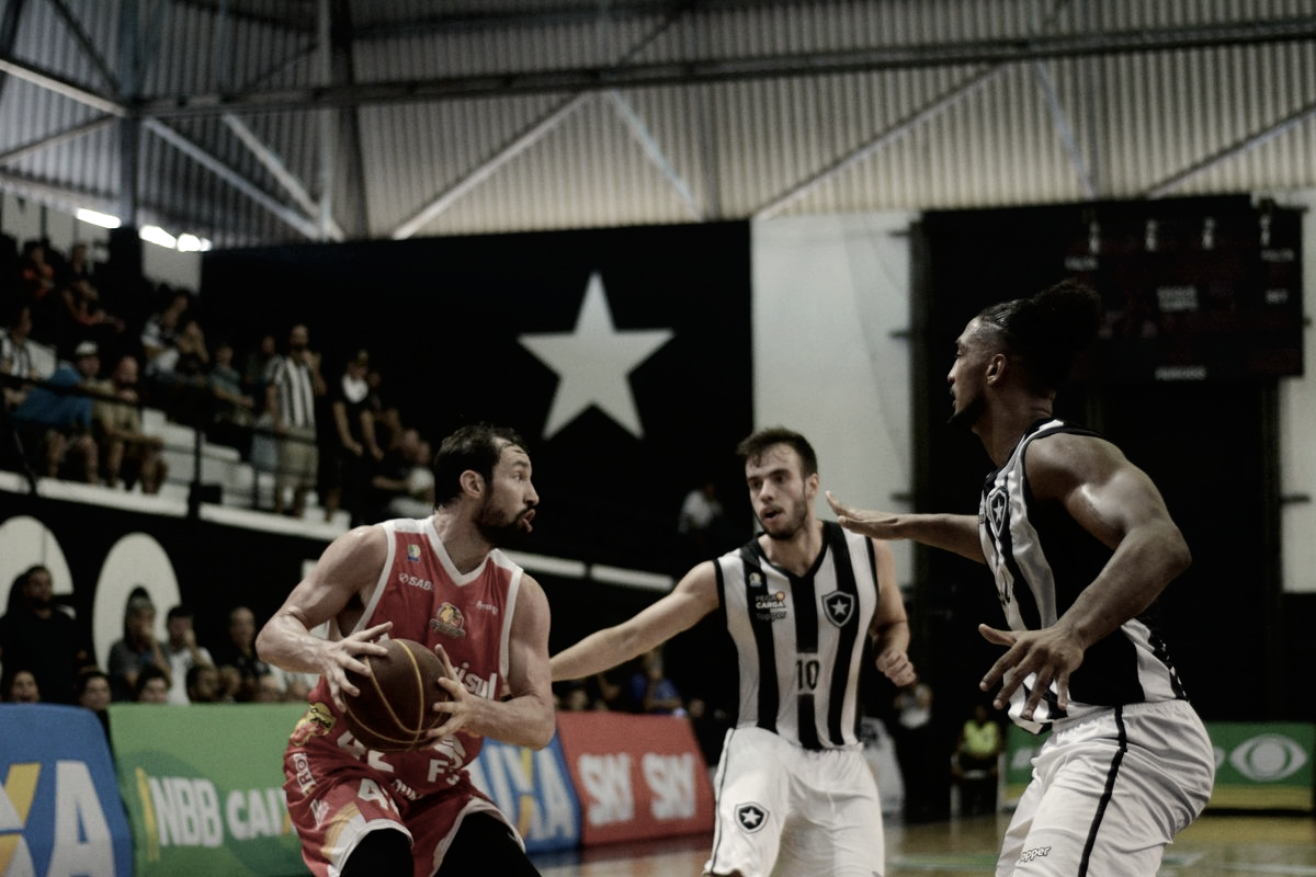 Caxias vence Botafogo na prorrogação e larga na frente nos playoffs do NBB