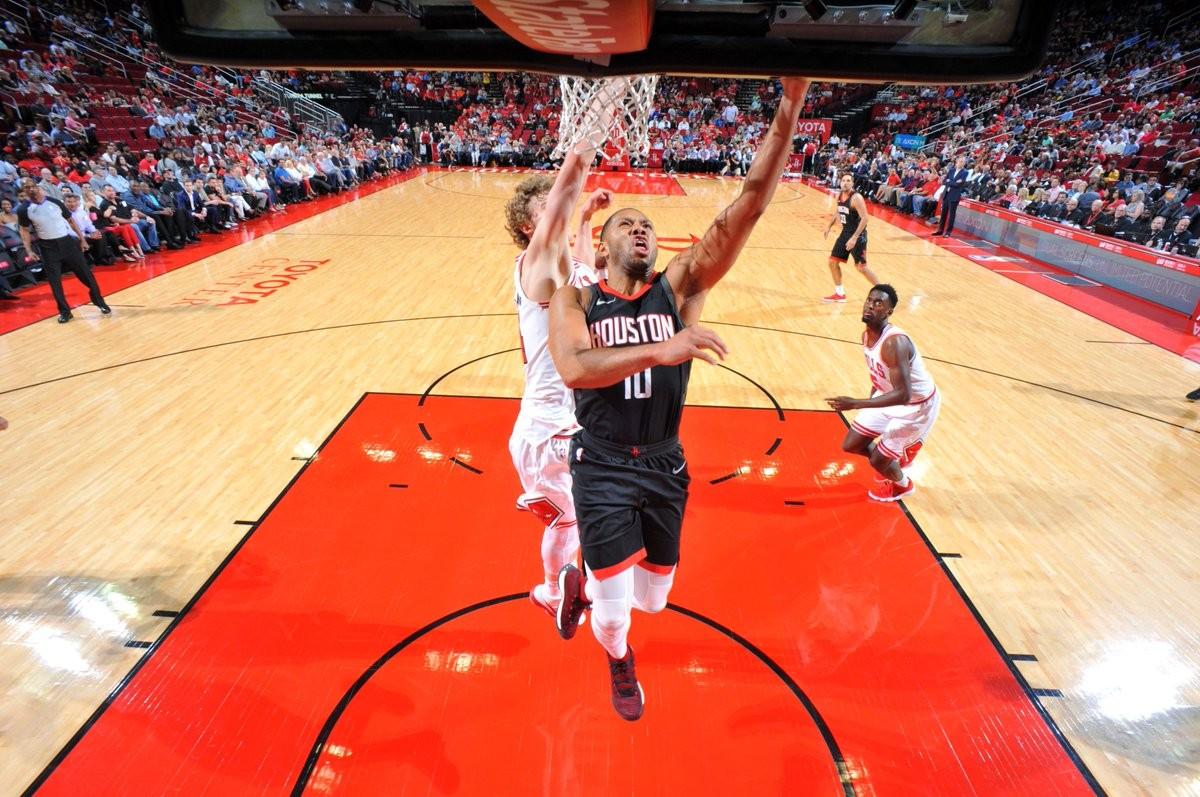 NBA - Houston in carrozza sui Bulls; Dallas rialza la testa contro i Kings