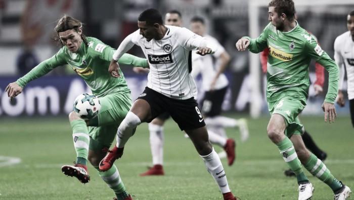 Com gols no fim de cada tempo, Frankfurt bate Gladbach e assume vice-liderança da Bundesliga