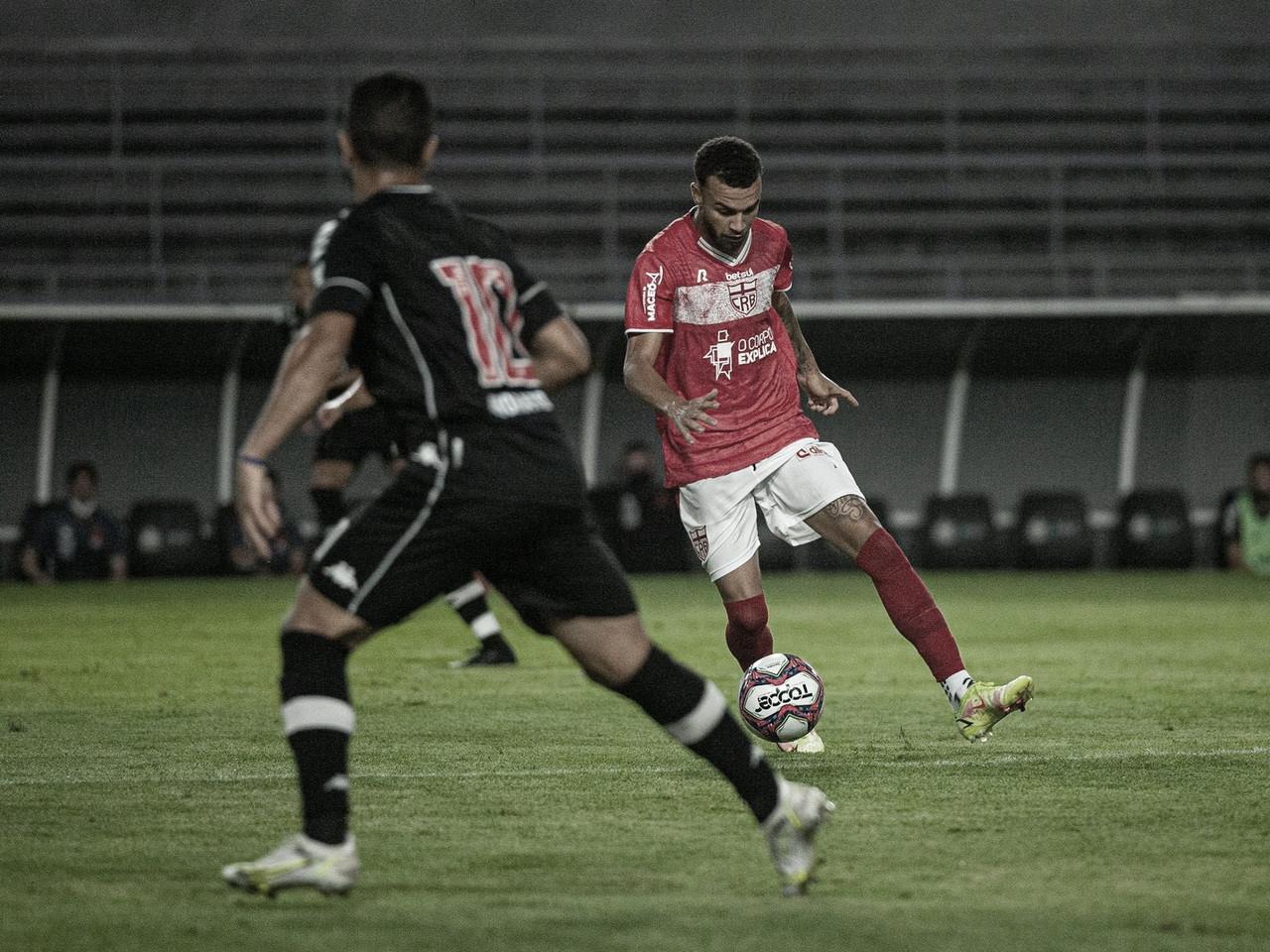 CRB marca nos acréscimos e empata com Vasco pela Série B na estreia de Diniz