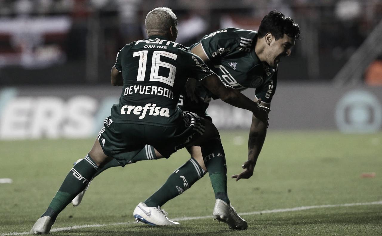 Palmeiras quebra tabu de 16 anos, vence São Paulo no Morumbi e se isola na liderança do Brasileirão