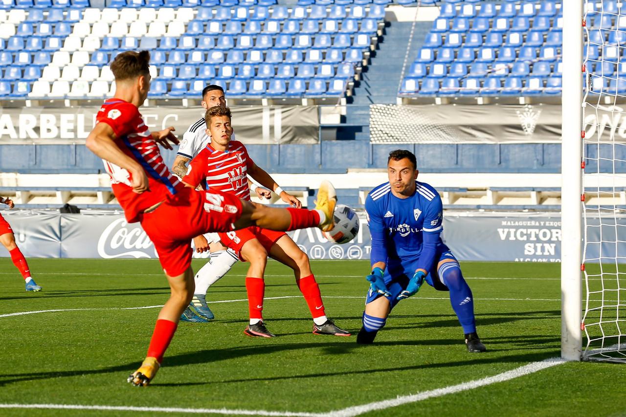 El Recreativo Granada consigue un punto vital ante el Marbella FC