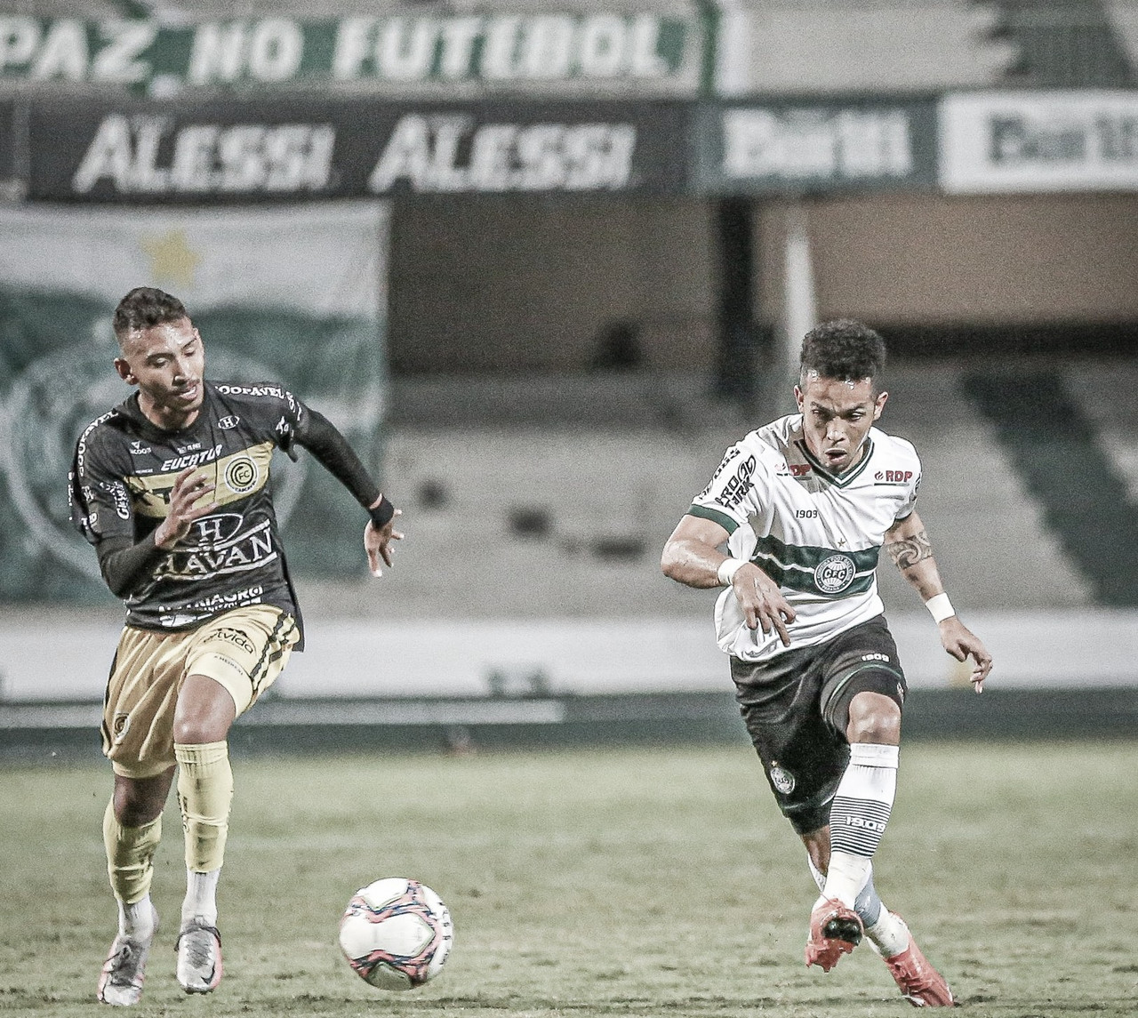 Invicto no estadual, FC Cascavel bate Coritiba no Couto Pereira