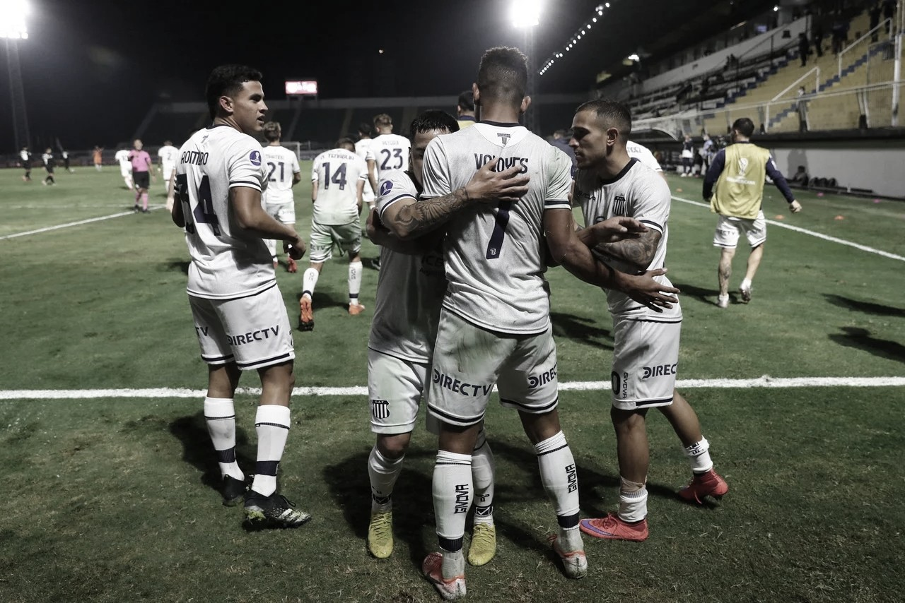Triunfo agónico de Talleres ante Bragantino