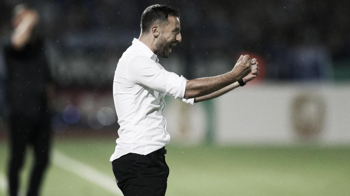 """Tedesco exalta vitória do Schalke e elogia adversário: """"Dificultou nossa vida"""""""