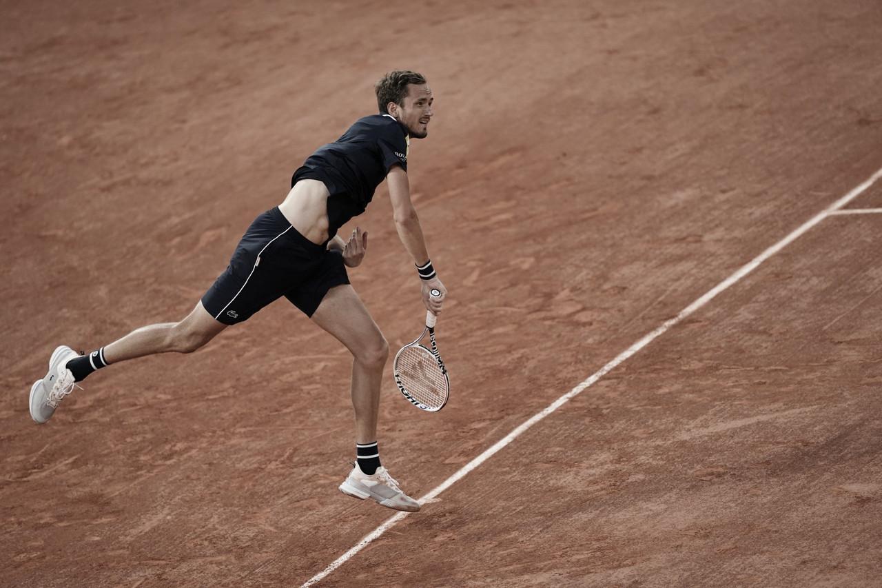 Medvedev vence Tommy Paul de virada e avança à terceira rodada em Roland Garros