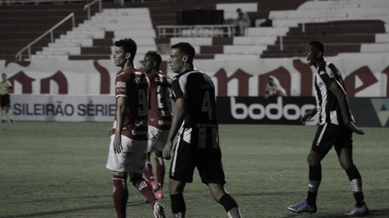 Mesmo com um a menos, Vila Nova segura empate contra Botafogo em casa na estreia da Série B