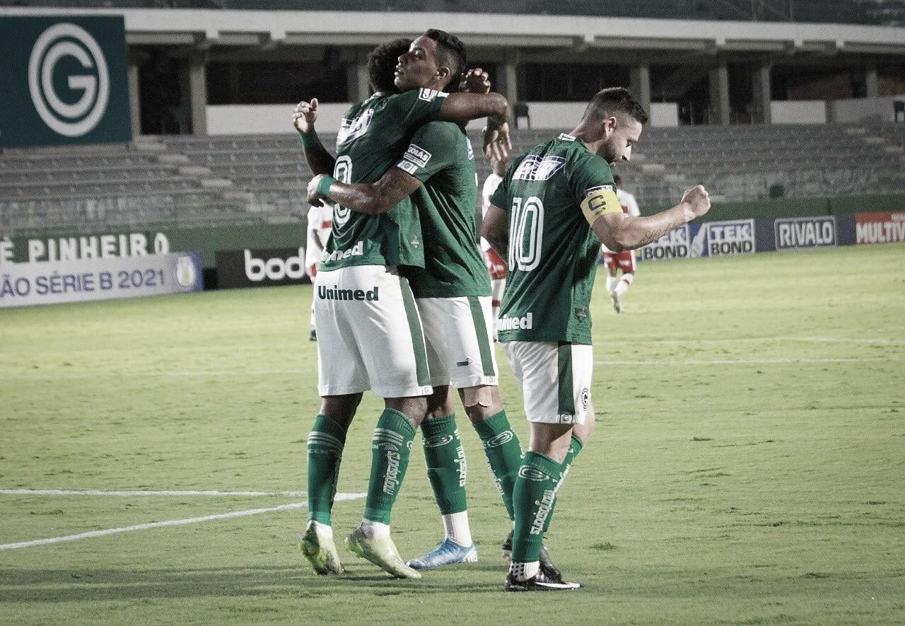 Em noite de goleiros, Goiás vence CRB na Serrinha pela Série B