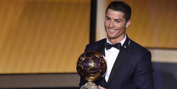 Cristiano Ronaldo voit triple