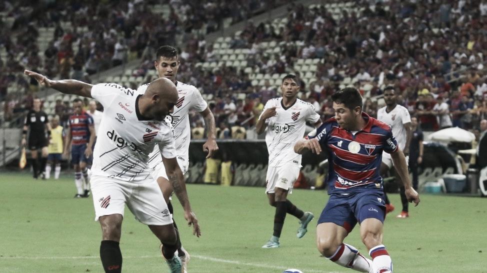 Em duelo pela Copa do Brasil, Fortaleza recebe o Athletico Paranaense e tenta quebrar jejum