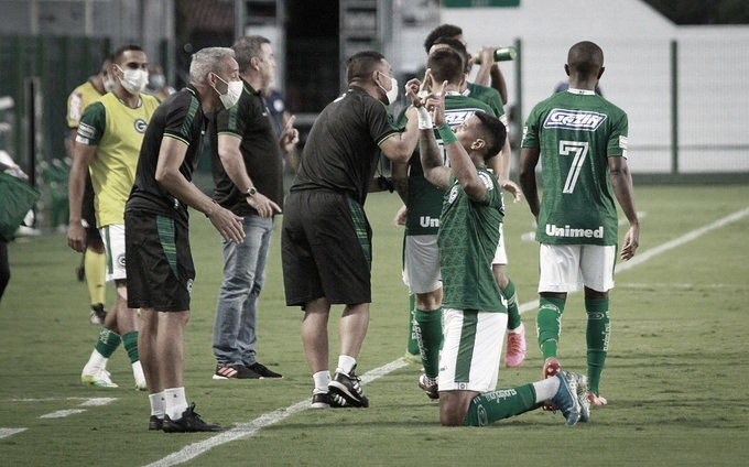 Atacantes marcam, Goiás bate Confiança e volta a vencer após dois meses