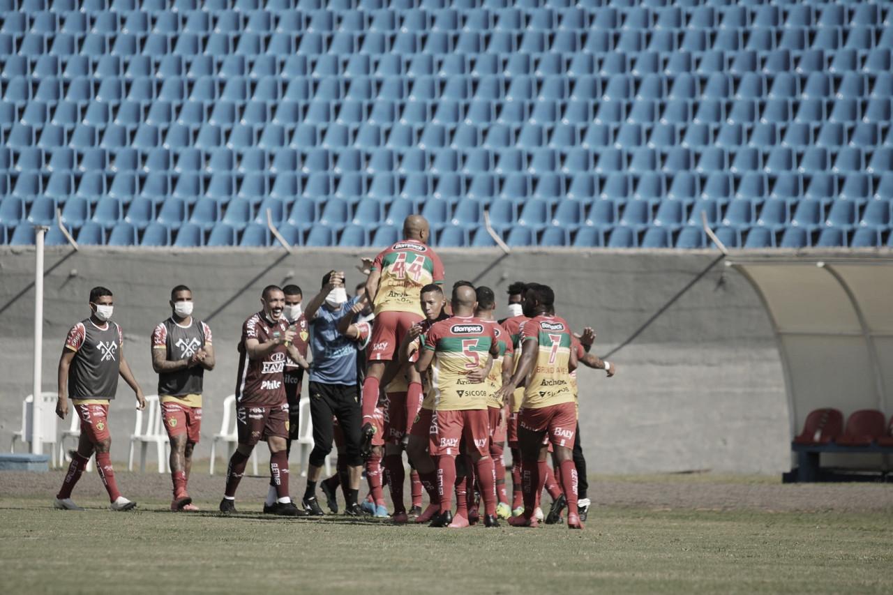 Com gol irregular, Edu decide outra vez e garante vitória do Brusque em Londrina