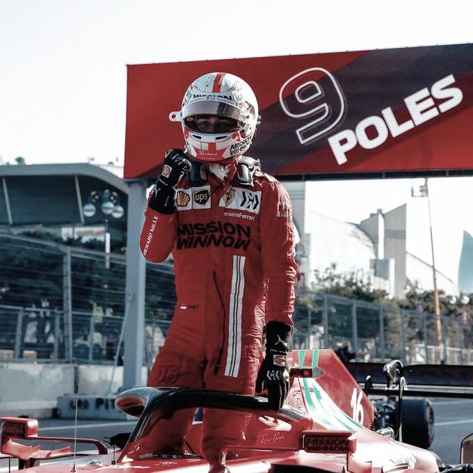 Leclerc logra la pole en el caos de Baku