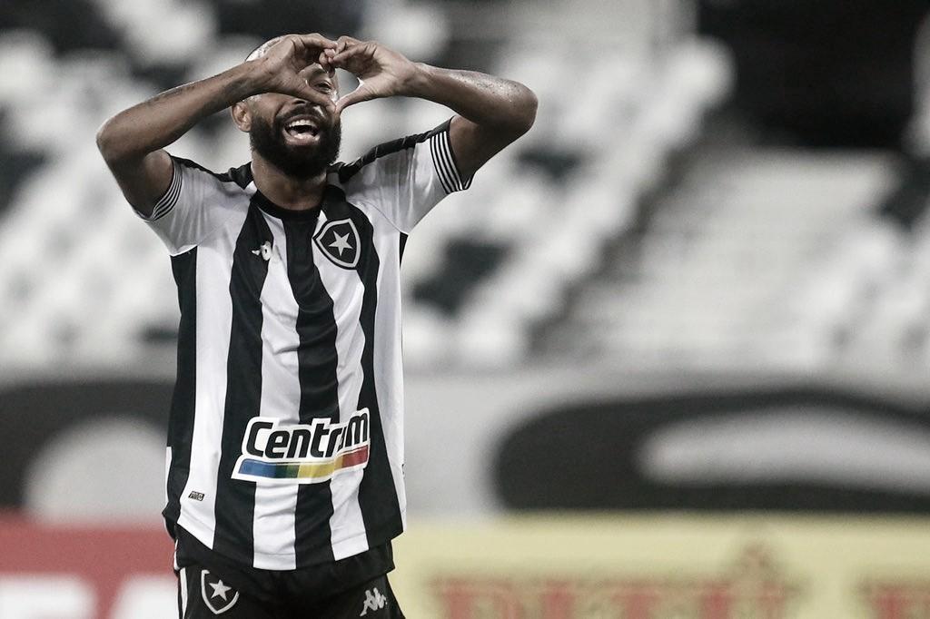 Em jogo polêmico, Botafogo estreia em casa na Série B com vitória sobre Coritiba
