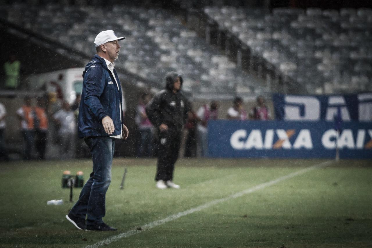 """""""Não dá para tomar esses gols em outubro"""", afirma Mano após revés do Cruzeiro"""
