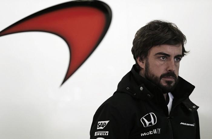 """""""Estou 100% focado na F1″, diz Fernando Alonso sobre boatos de ida para o WEC"""