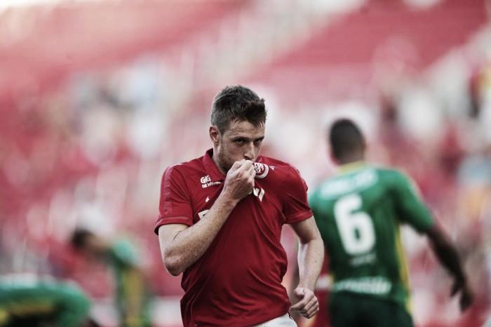 Aylon marca no fim e Internacional vence Ypiranga pelo Campeonato Gaúcho