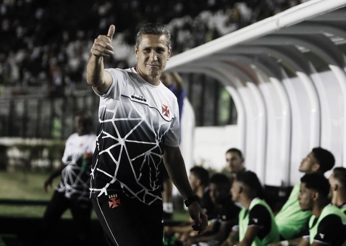 """Jorginho foge de críticas da torcida após empate do Vasco: """"Não recuamos"""""""