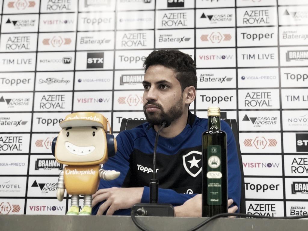 """Gabriel vê Botafogo no caminho certo e estabelece meta para o ano: """"Libertadores é o desejo"""""""