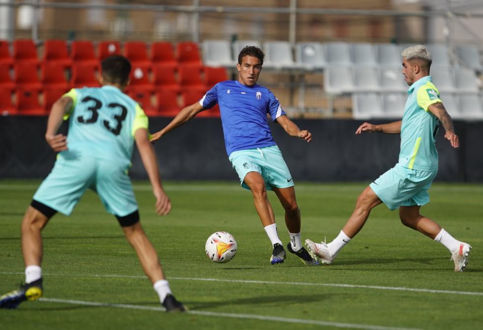 Duelo de entreno entre el primer equipo del Granada CF para coger sensaciones