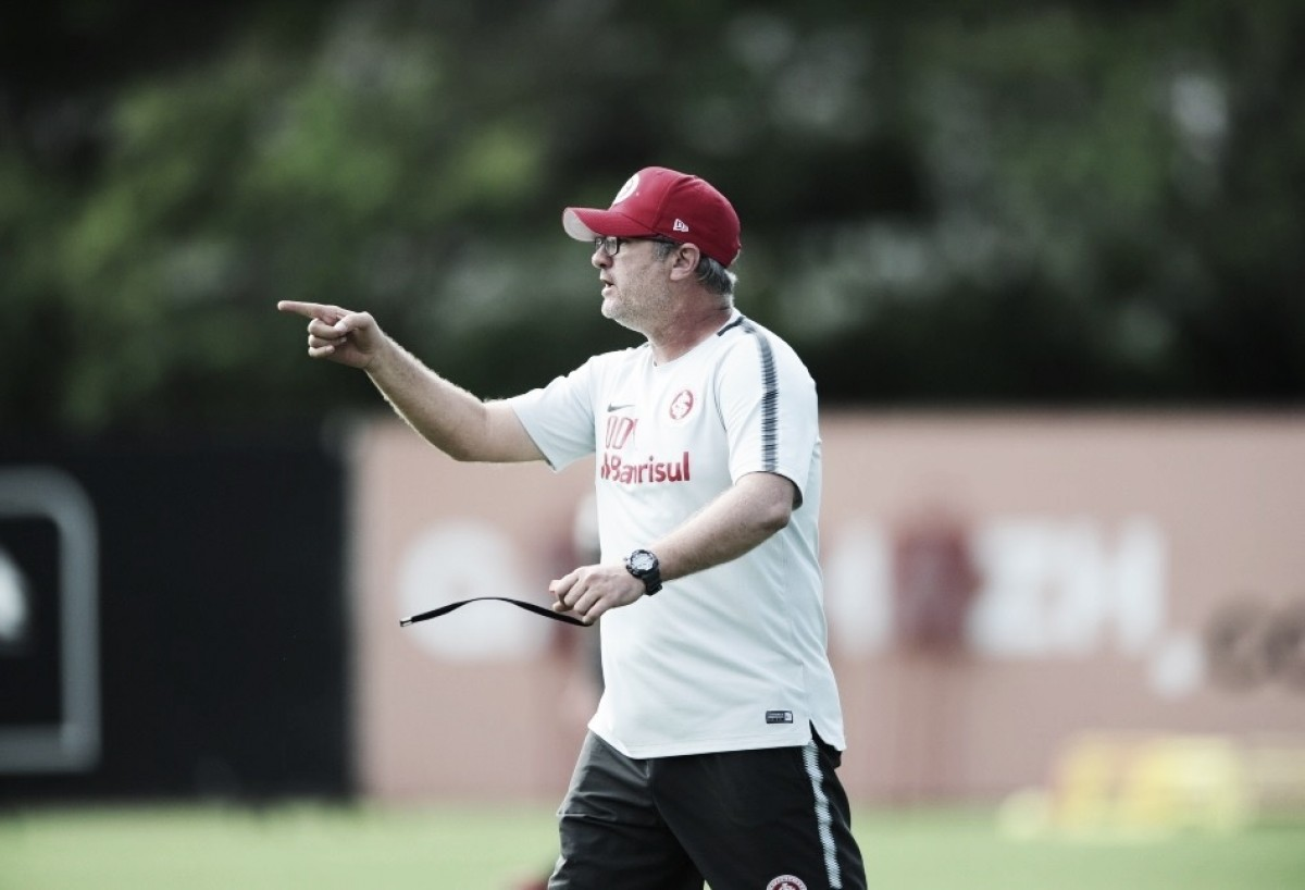 """Odair Hellmann vê cobranças por resultado com naturalidade: """"Inter é muito grande"""""""