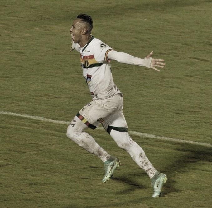 Vitória abre vantagem, mas cede empate ao Sampaio Correa no fim