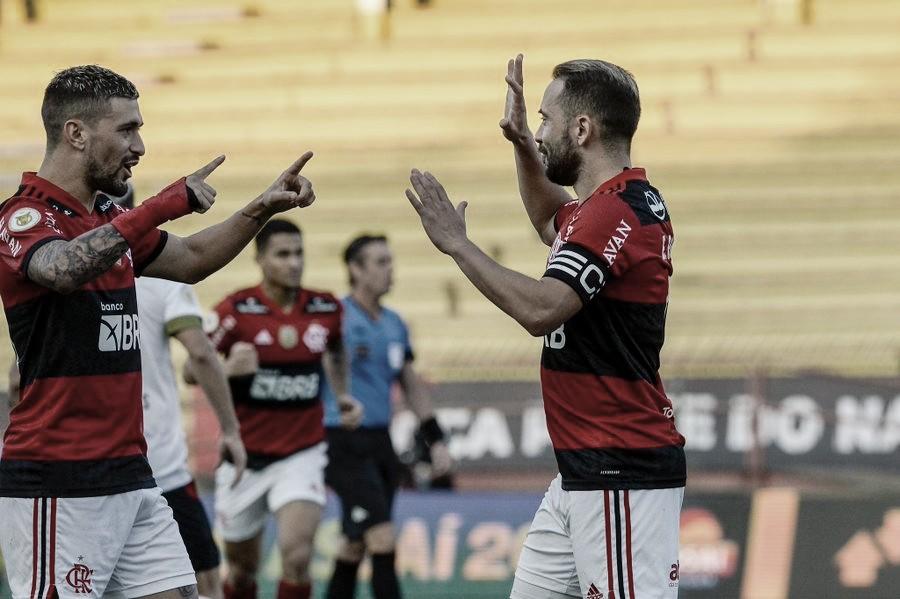 Em ritmo de treino, Flamengo domina, bate Sport e cola no G-4 do Campeonato Brasileiro