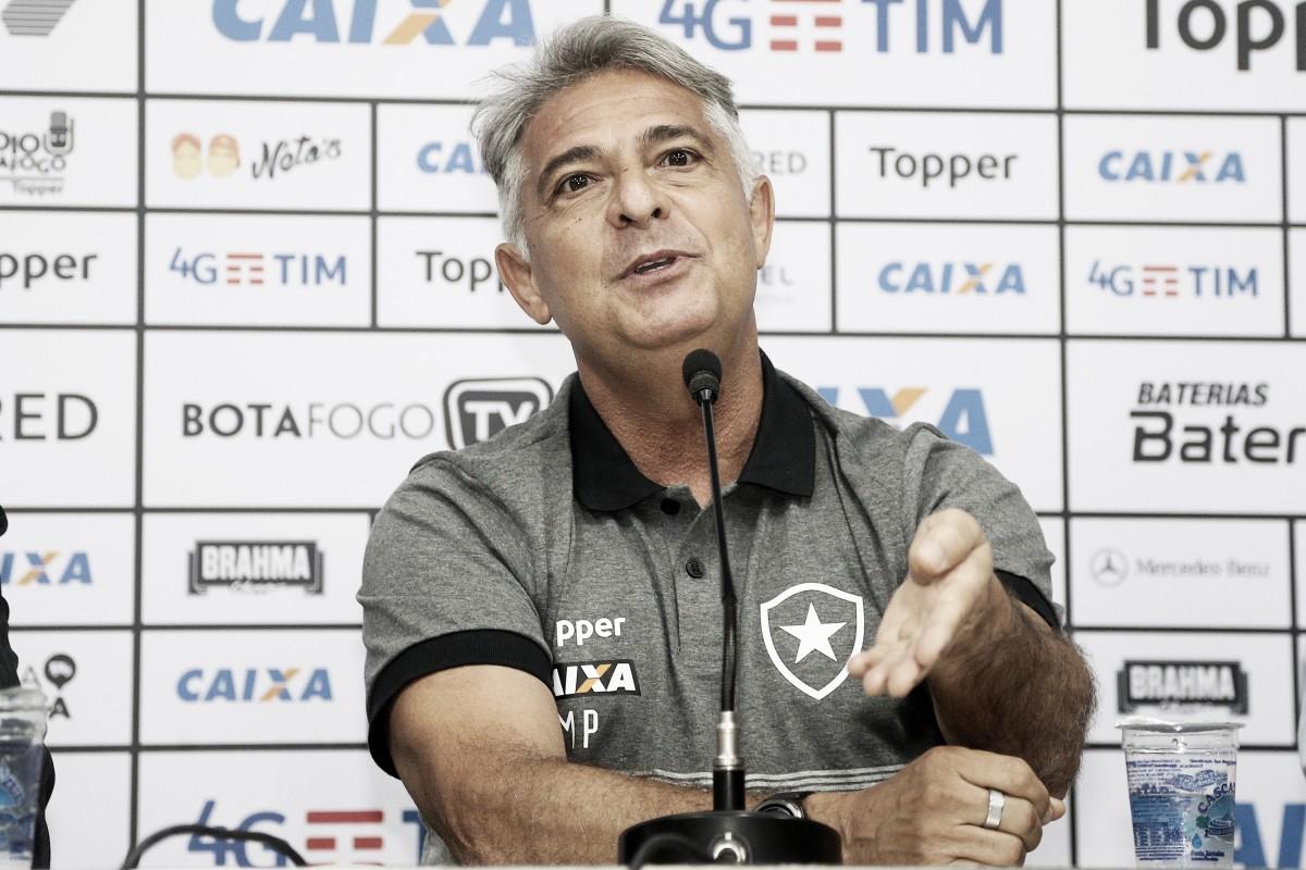 Marcos Paquetá é apresentado como novo técnico do Botafogo e já comanda equipe em treino