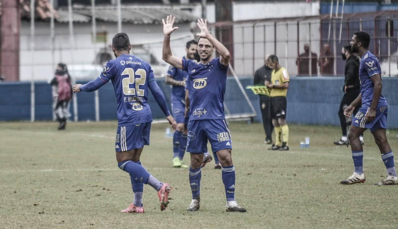 Xô zica! Cruzeiro vira contra Brusque na estreia de Luxemburgo e sai da zona de rebaixamento