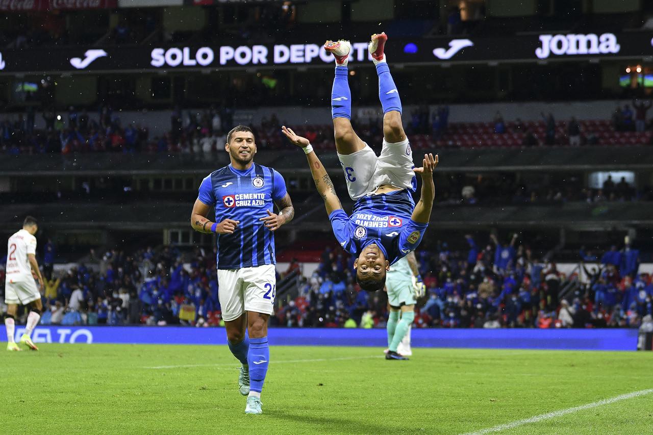 Cruz Azul golea en el Azteca al Toluca