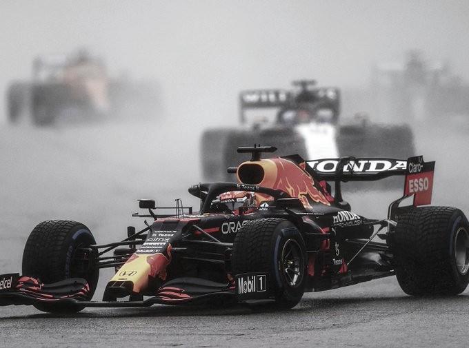 Verstappen gana una inexistente carrera en Bélgica
