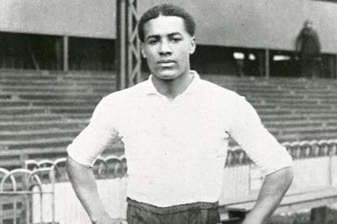 Conheça história de Walter Tull, pioneiro preto no futebol e lenda britânica