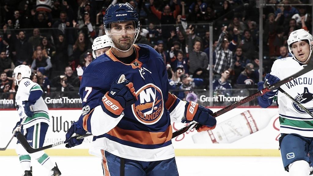 Jordan Eberle revueva por cinco temporadas con los Islanders