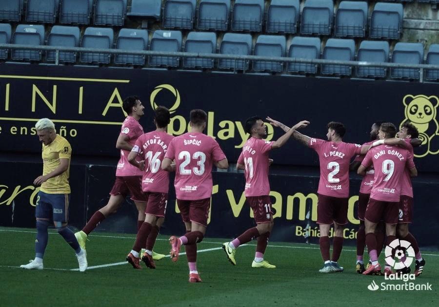 El Tenerife presenta credenciales en Carranza (0-2)