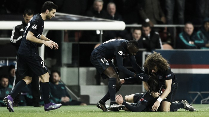 Paris Saint-Germain 2-1 Chelsea: Cavani strikes late to hand Hiddink first defeat