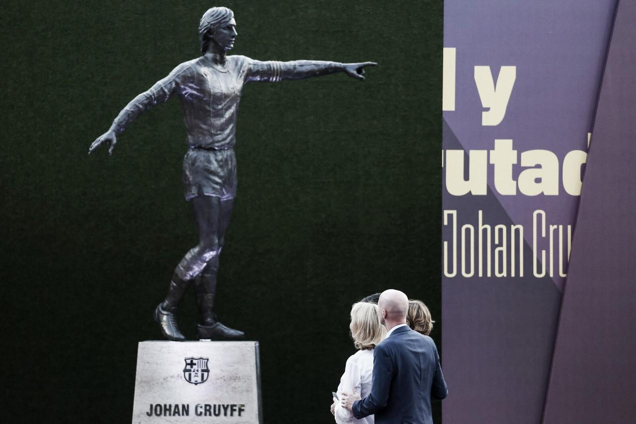 El FC Barcelona inaugura la estatua de Johan Cruyff