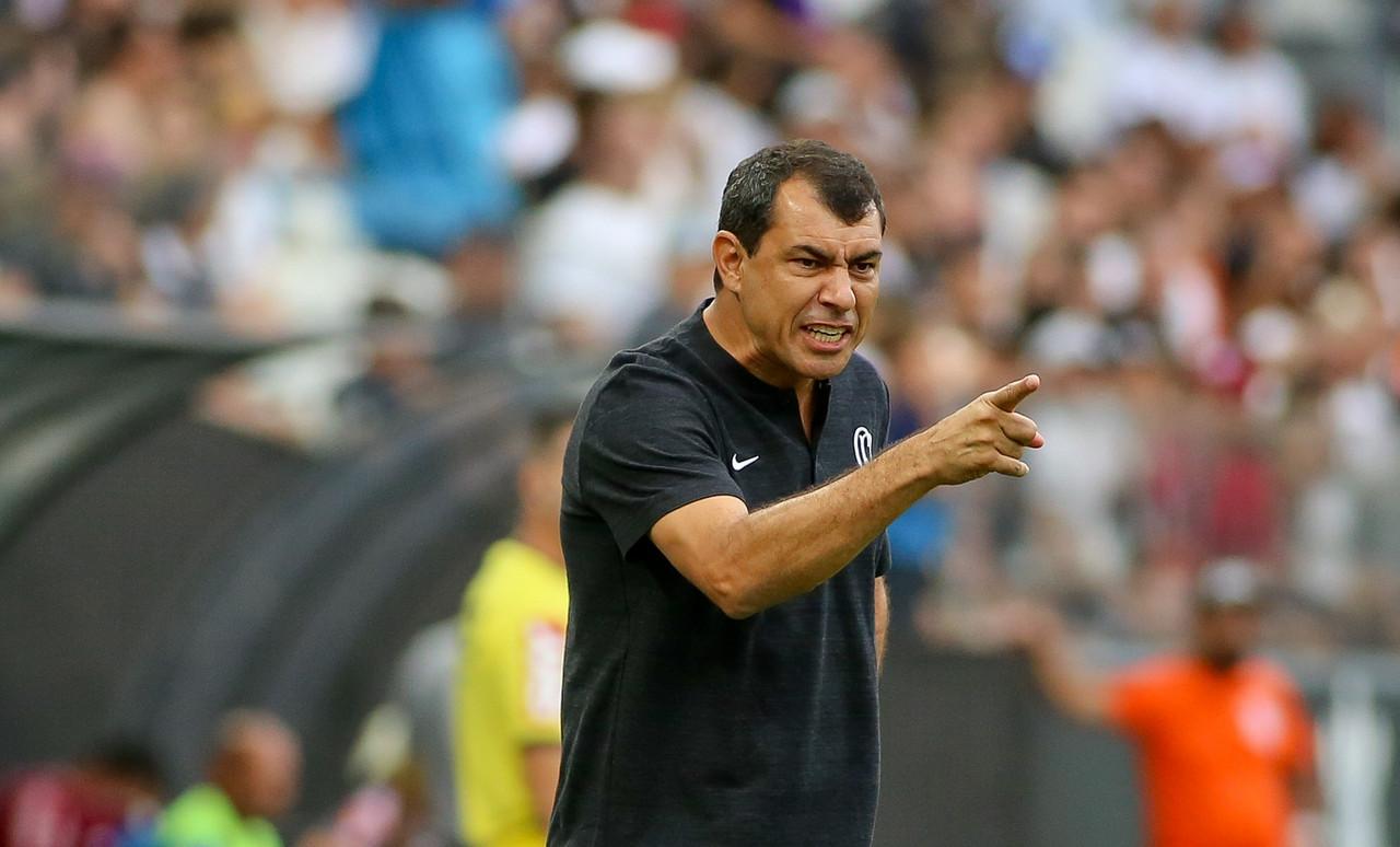 """Carille ignora lances polêmicos e enaltece equipe: """"Prefiro ressaltar a vitória"""""""