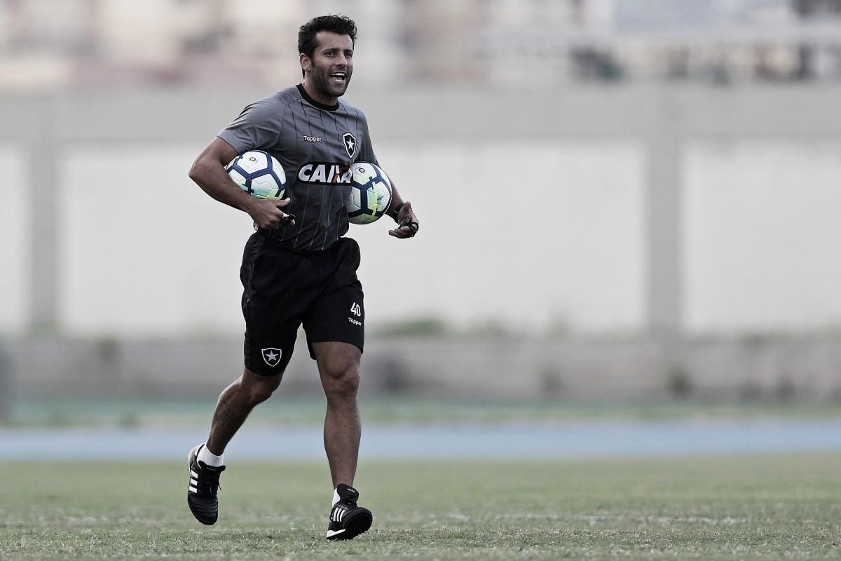"""Valentim enaltece boa largada do Botafogo no Brasileiro, mas ressalta: """"Precisamos melhorar"""""""