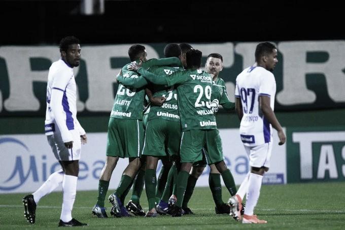 Chapecoense vence Avaí e abre vantagem por vaga às semifinais do Catarinense