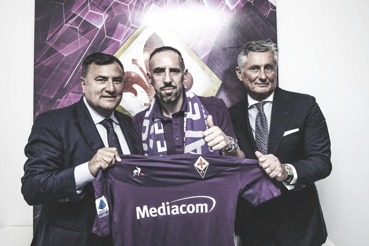 """Franck Ribéry assina com a Fiorentina por dois anos: """"Estou muito feliz"""""""
