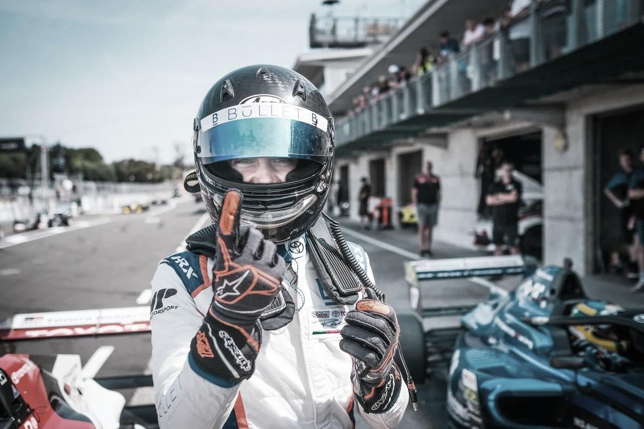 Franco Colapinto pisa fuerte en Monza