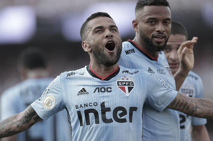 Com gol de Dani Alves, São Paulo vence a quarta seguida no Brasileirão
