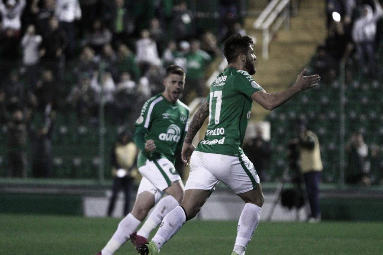 Chapecoense supera Avaí e respira na luta contra rebaixamento