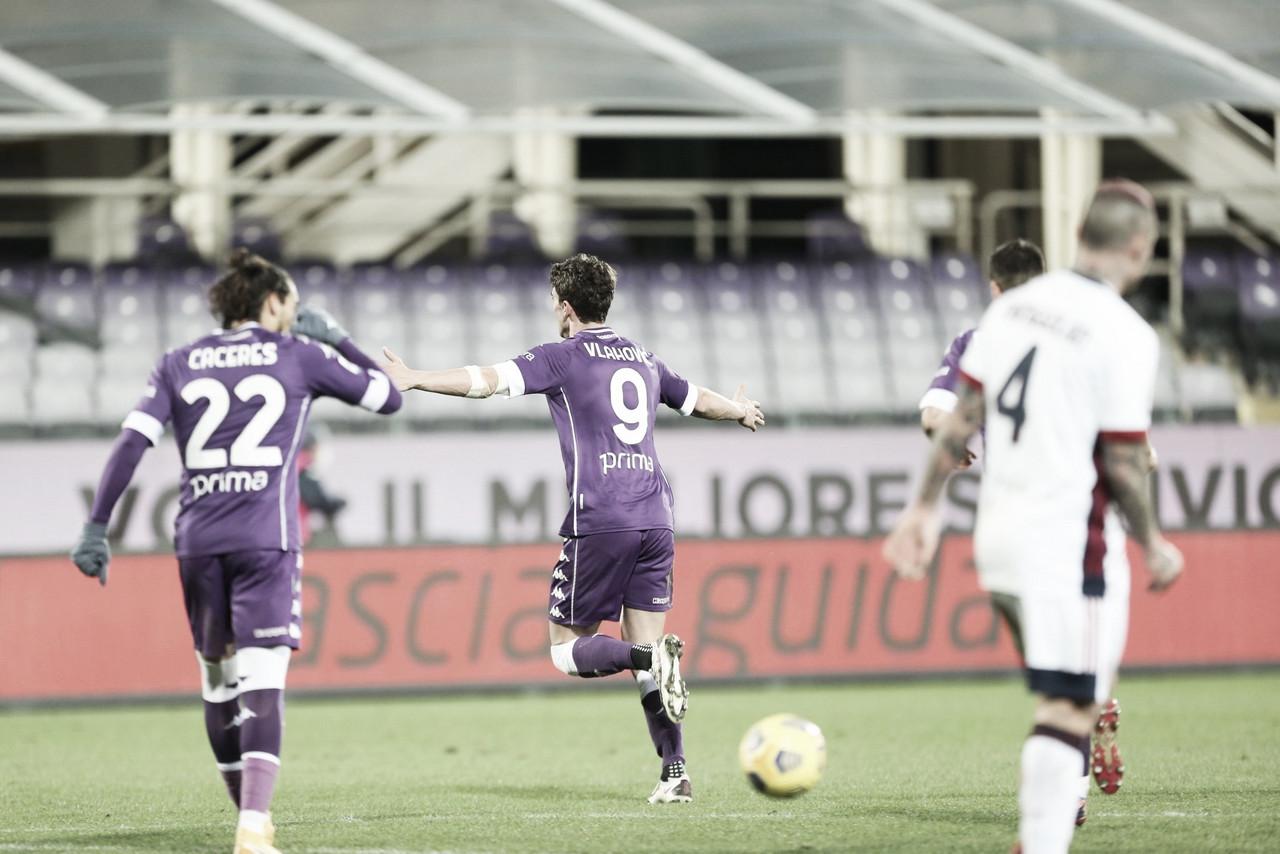 Vlahovic marca mais um e garante vitória da Fiorentina sobre Cagliari