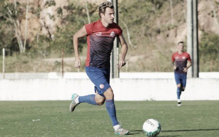 Após lesão contra Paraná, zagueiro Rafael Pereira vira dúvida diante do Vasco