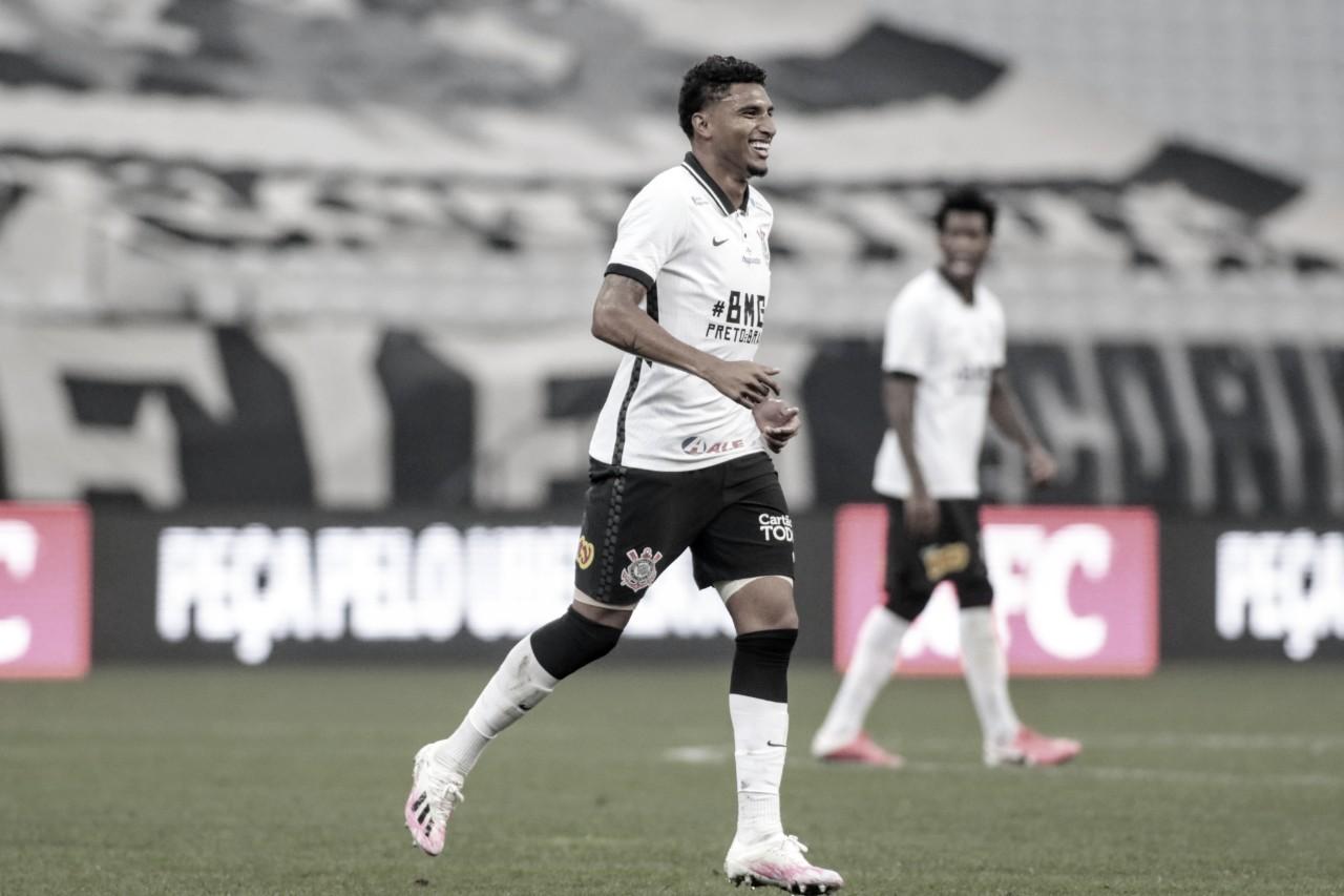 """Herói da classificação, Éderson se diz surpreso com rápida ascensão no Corinthians: """"Não esperava"""""""