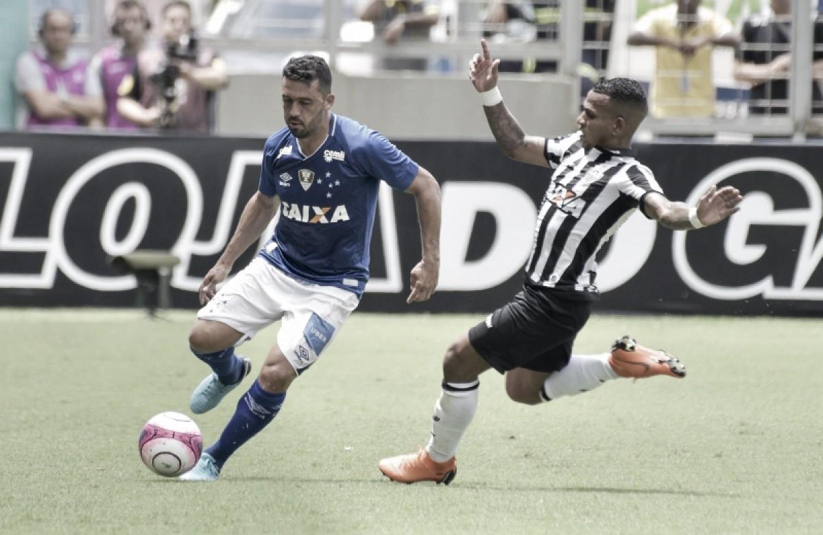 """Expulso em primeiro clássico pelo Cruzeiro, Edílson sai machucado, mas tranquiliza: """"Nada de grave"""""""