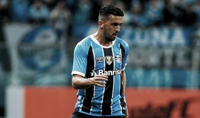 """Edilson desembarca em Belo Horizonte e enaltece Cruzeiro: """"Maior de Minas"""""""
