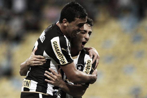 Edílson marca no fim, e Botafogo e Corinthians empatam na Arena