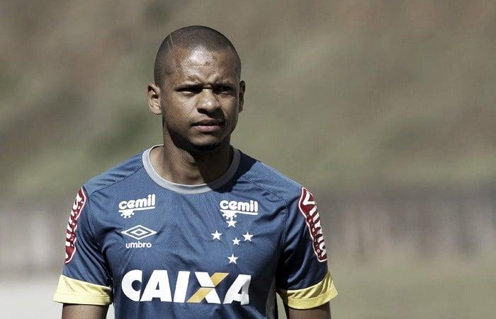 """Edimar comemora presença da família contra o Flamengo e justifica titularidade: """"Trabalho"""""""